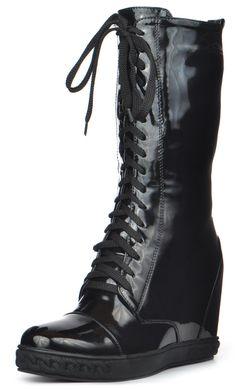 КупитиЧоботи жіночі на танкетці лаковані на шнурівці Donna Польща чорні  фото 2472a2e01424d